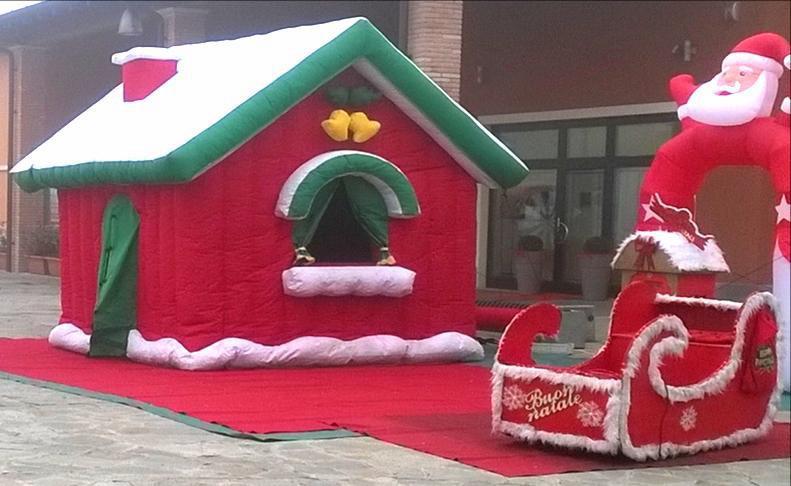Casetta Di Natale Gonfiabile : Noleggio scenografie di natale